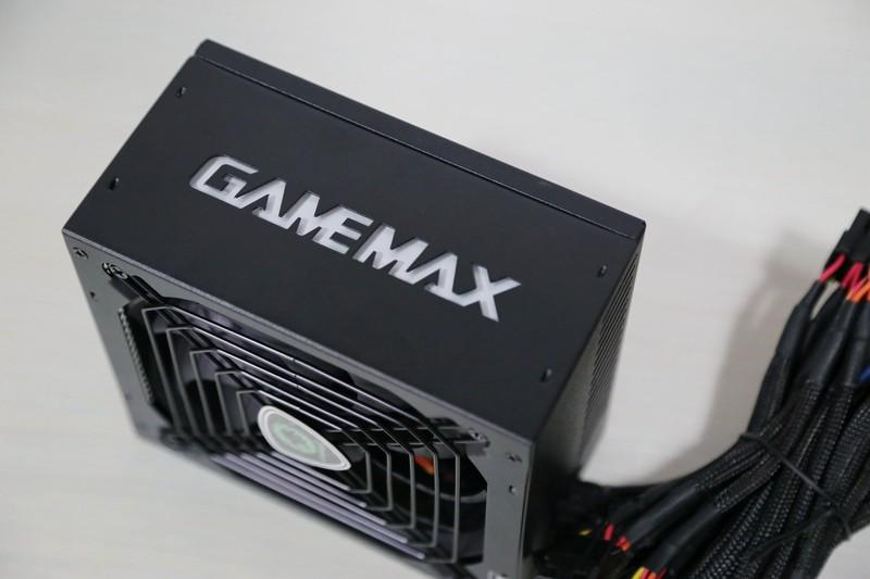 GAMEMAX 碳金500W一颗带信仰的金牌电源